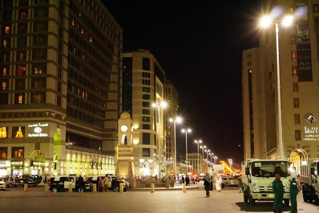Suasana Malam di Madinah yang Menyenangkan