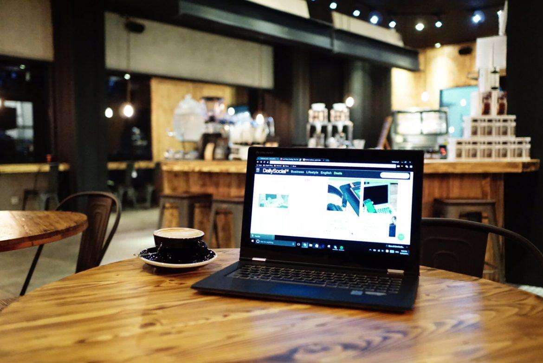 Suasana di Watt Coffee